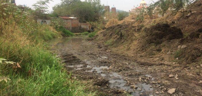 Gobierno de Chapala trabaja en la limpieza y desazolve de canales y arroyos.