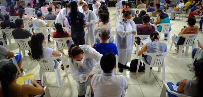 Con buena participación primer día de vacunación en Chapala de 18 y más.